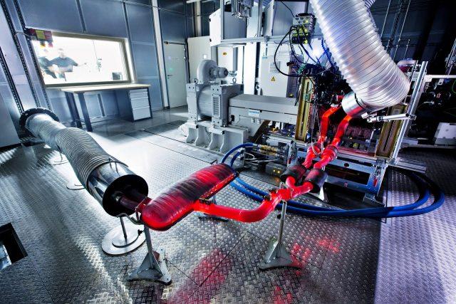 engine-centre-test-skoda.JPG-1920x1280