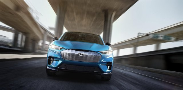 2020-Ford-Mustang-Mach-e-elektromobil- (15)