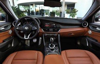 Alfa-Romeo_Giulia-a-Stelvio-interier-MY2020- (8)