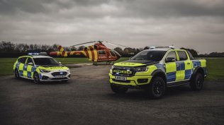 policie-velka-britanie-ford-focus-st-combi-a-ford-ranger-raptor- (1)