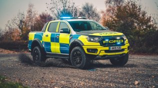 policie-velka-britanie-ford-focus-st-combi-a-ford-ranger-raptor- (13)