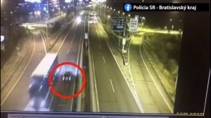 Opilý mladík se na Slovensku prohnal na dálnici protisměrem