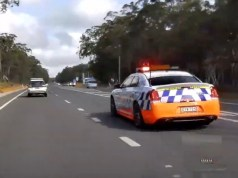 australska-policie-chrysler-300-srt-video