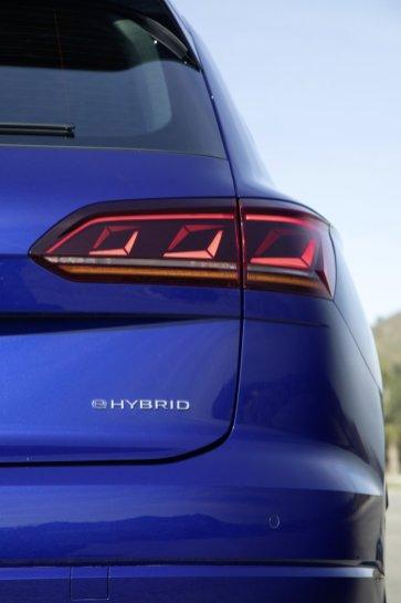 2020-volkswagen-touareg-r-plug-in-hybrid- (10)