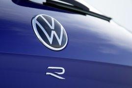 2020-volkswagen-touareg-r-plug-in-hybrid- (9)