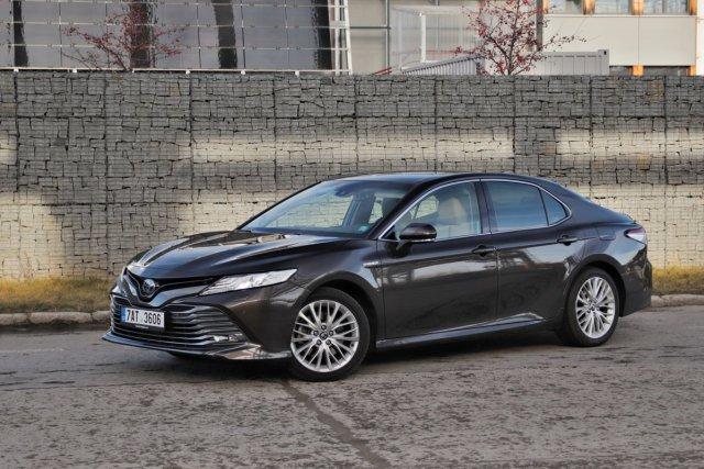 test-2019-toyota-camry-hybrid- (1)
