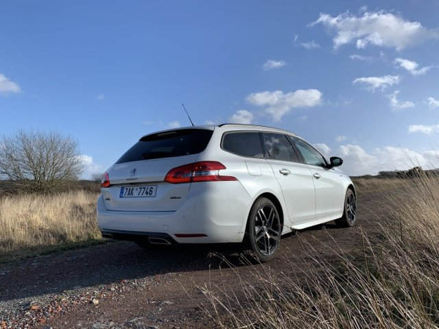 test-po-4tisic-kilometrech-2020-peugeot-308-sw-15-bluehdi-8at- (3)