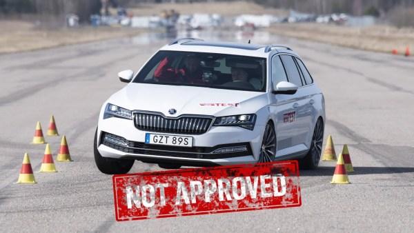 Hybridní Škoda Superb totálně pohořela v losím testu