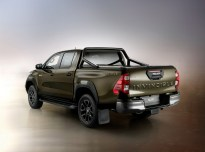 2020-toyota-hilux-invincible-facelift- (4)