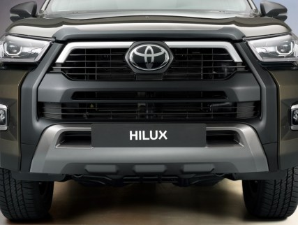 2020-toyota-hilux-invincible-facelift- (6)