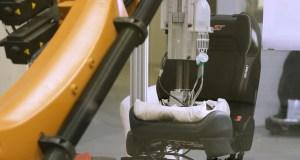 roboticky-zadek-KUKA-Ford_ (1)