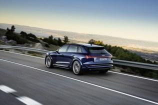 2021-elektromobil-Audi_e-tron_S- (7)