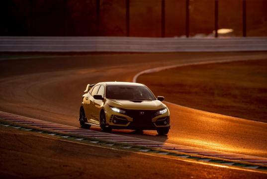 304373_Honda_Civic_Type_R_Limited_Edition_Suzuka_Circuit
