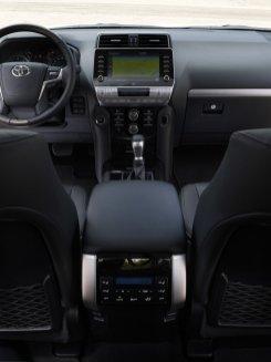 2020-Toyota_Land_Cruiser-Black_Pack-facelift- (16)