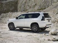 2020-Toyota_Land_Cruiser-Black_Pack-facelift- (2)