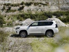 2020-Toyota_Land_Cruiser-Black_Pack-facelift- (5)