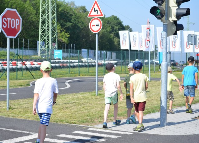 Řidiči by si v příštích dnech měli dát velký pozor na děti. Vracejí se po půl roce do škol