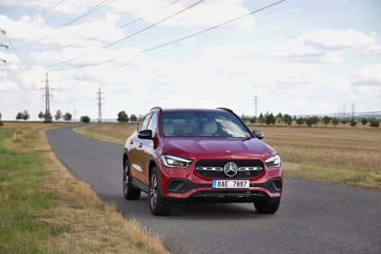 test-2020-mercedes-benz-gla-220d-4matic- (12)