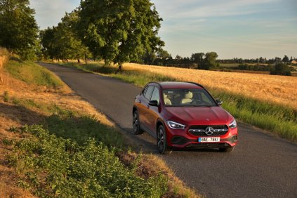 test-2020-mercedes-benz-gla-220d-4matic- (24)