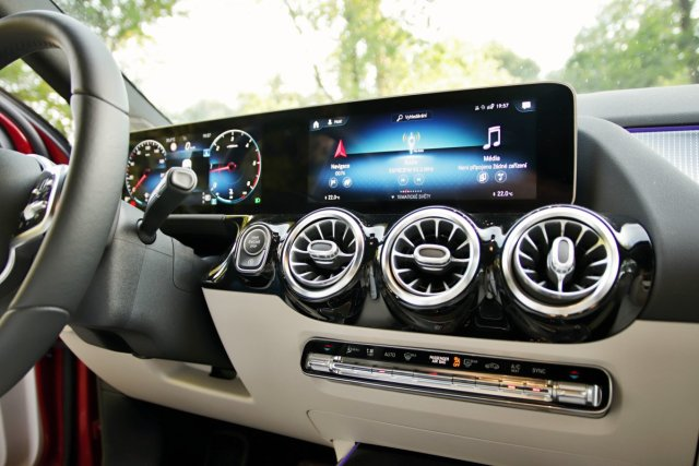 test-2020-mercedes-benz-gla-220d-4matic- (37)