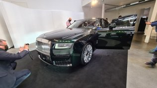 2021-rolls-royce-ghost-extended-live- (1)