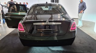 2021-rolls-royce-ghost-extended-live- (7)
