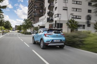 2020-Renault_Captur_E-TECH-plug-in_hybrid- (5)