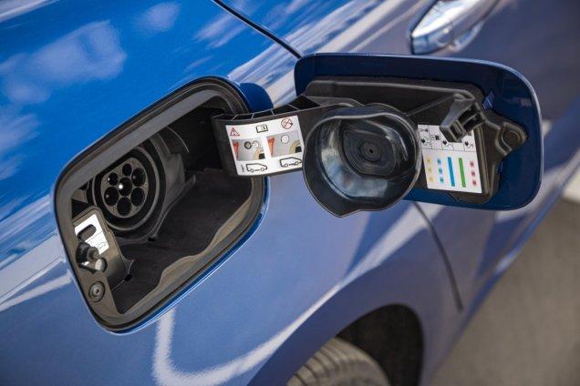 2020-Renault_Megane_Grandtour_E-TECH-plug-in_hybrid- (12)