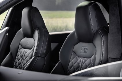 2021-audi-q8-tfsie-quattro-plug-in-hybrid- (17)