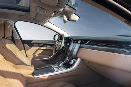2021-facelift-Jaguar_XF-interier- (5)