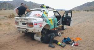 skoda_130_LR-Rallye_Dakar_2021-Ondrej_Klymciw-a-Petr_Vlcek-upadle_kolo