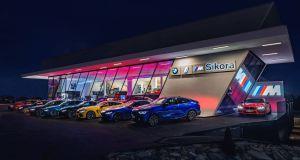 BMW_Sikora_Dealership-BMW_M-showroom- (1)