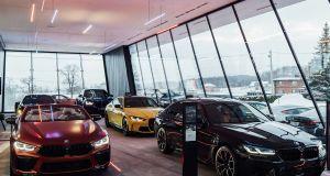 BMW_Sikora_Dealership-BMW_M-showroom- (4)