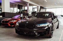 BMW_Sikora_Dealership-BMW_M-showroom- (5)