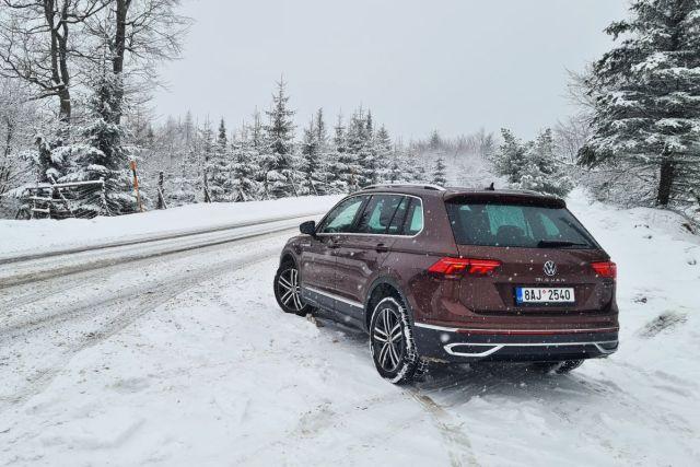 Test-2021-Volkswagen_Tiguan-20_TDI_147_kW-4Motion-DSG-snih-2