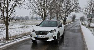 Test-2021-elektromobil-Peugeot_e-2008-nahled