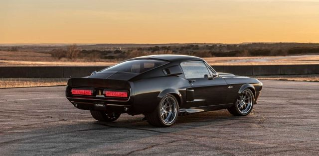 classic_recreations-1967-shelby_gt500cr_mustang-carbon_edition- (4)