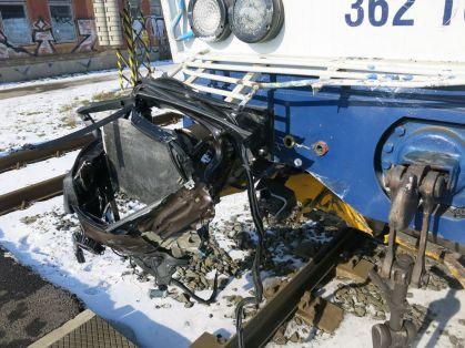 nehoda-bmw-vlak (5)