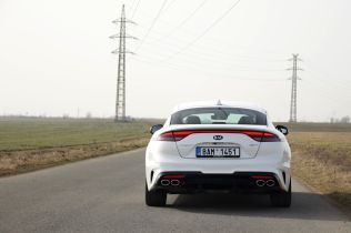 Test-2021-Kia_Stinger_GT-V6-33-T_GDI-AWD- (10)