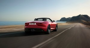 Jag_F-TYPE_22MY_R-Dynamic_Black_Convertible_Exterior_120421_002