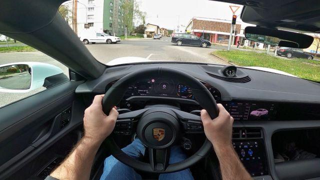 porsche_tyacan-POV-semafory