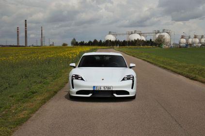 test-2021-elektromobil-porsche_taycan_turbo- (1)