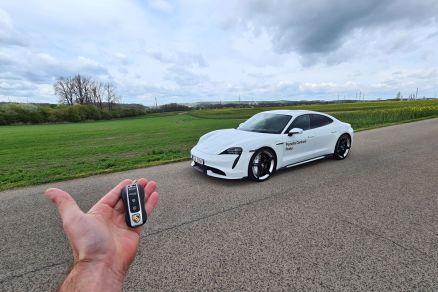 test-2021-elektromobil-porsche_taycan_turbo- (15)