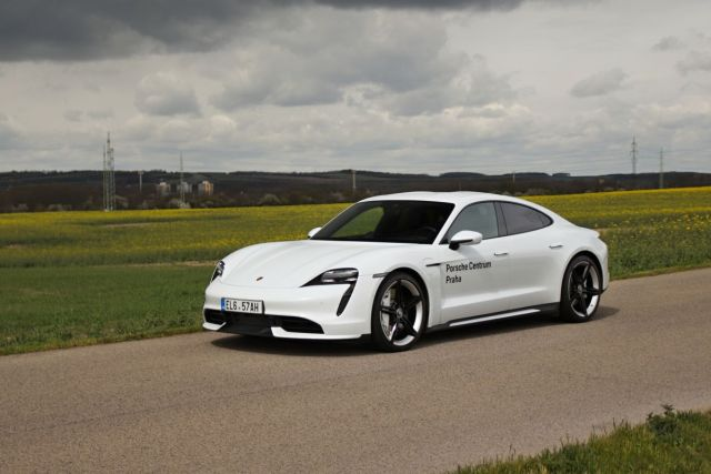 test-2021-elektromobil-porsche_taycan_turbo- (2)