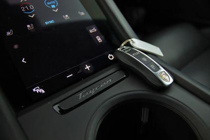 test-2021-elektromobil-porsche_taycan_turbo- (31)