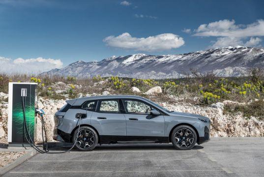 2022-BMW_IX-elektromobil- (15)