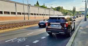 plzenska_ulice_praha-cyklopruh-parkovani