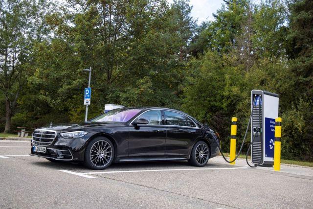 Mercedes-Benz-S_580_e-plug-in_hybrid-dobijeci_stanice