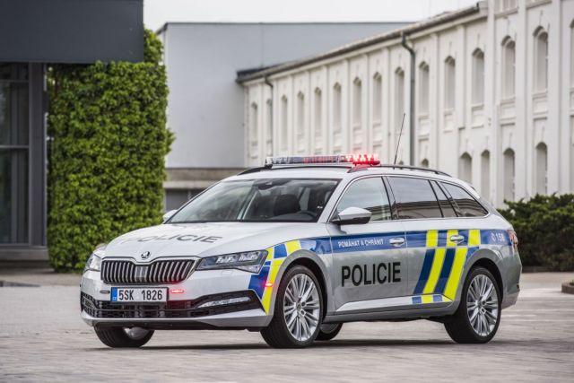 skoda_superb_combi-policie