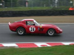 Ferrari_330_GTO_With_250_GTO_Body_at_Brands_Hatch